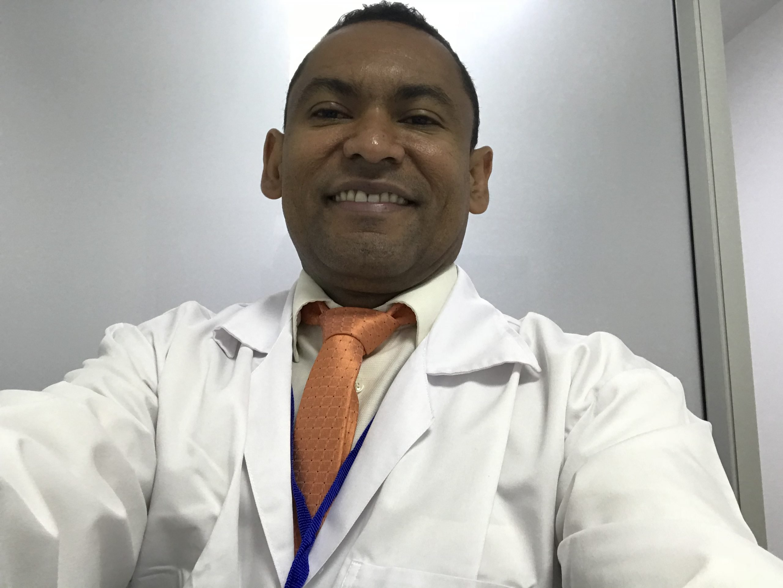 Dr. Kelvis Salinas Cuadrado