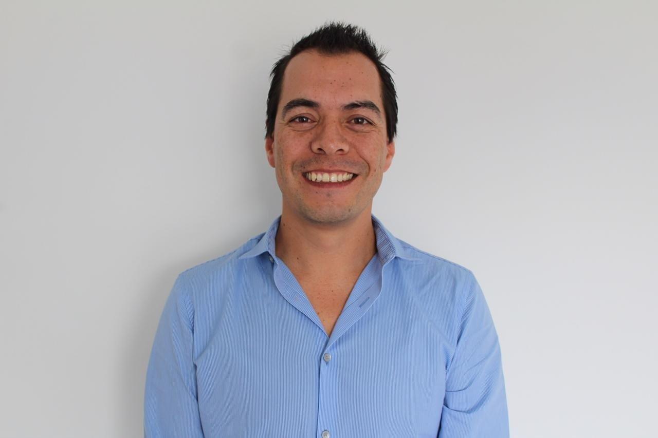 Dr. Alex Armando Valencia Rivas