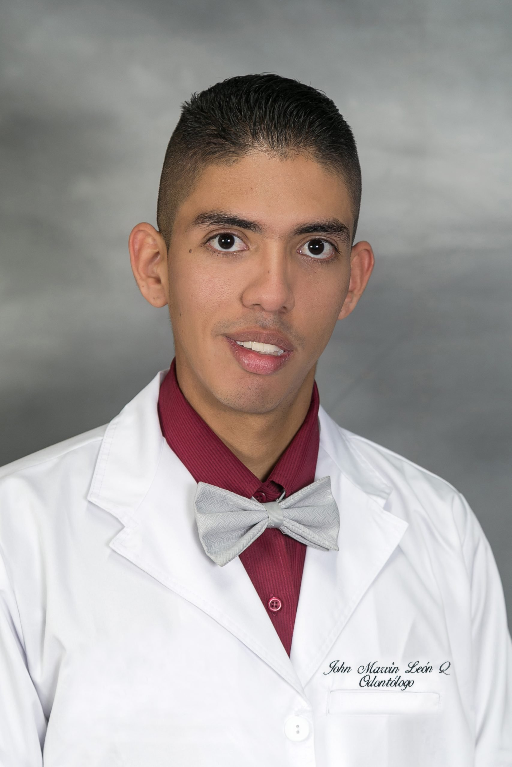 Dr. John Marvin León Quenguan