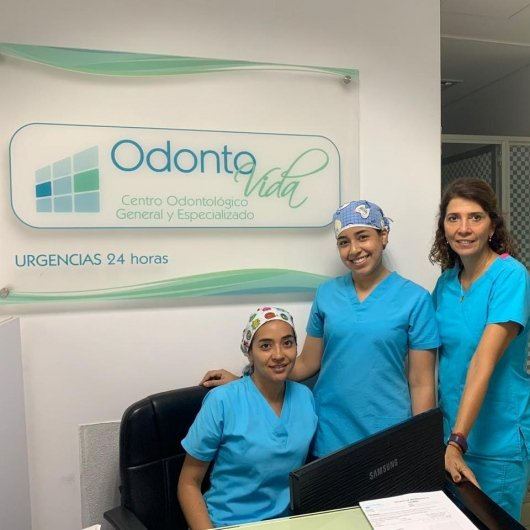 Dra. Claudia Zuluaga – OdontoVida